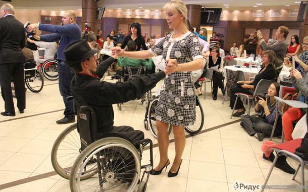 Фестиваль «Inclusive Dance»: глухонемые дети-колясочники танцуют наяву