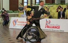 Чемпионат по спортивным танцам на колясках собрал в столице представителей 6 стран