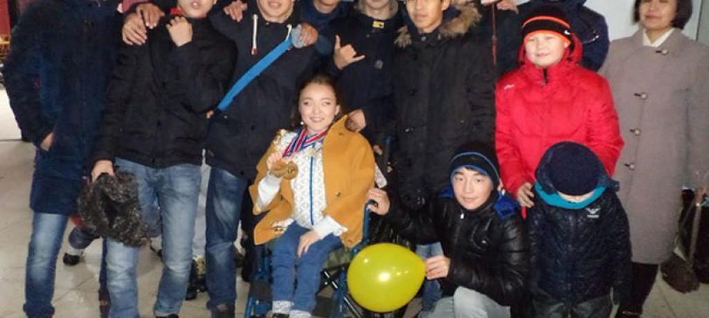 Чемпионку Азии в танцах на колясках торжественно встретили в Костанае