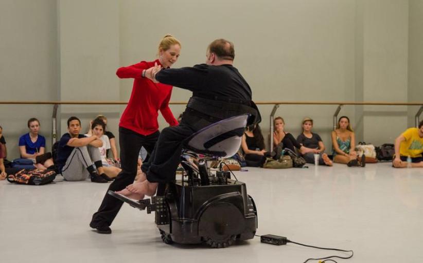 Хореограф из США разработала танцевальное кресло для инвалидов