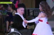 Танцуют все: в Петербурге дети-колясочники исполняют вальсы и «ча-ча-ча»
