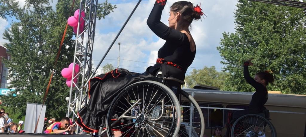Омички станцевали «Кармен» на инвалидных колясках: видео