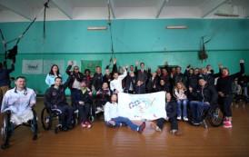 Парашюты и танцы: в Беларусь приехали «колясочники» со всего мира