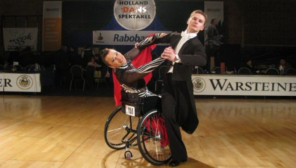 Ирина Можарова и Константин Шейда – Танцы на коляске
