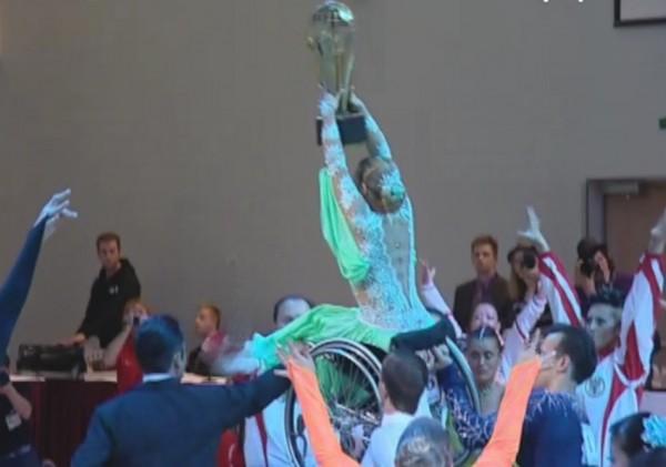 Прошли соревнования по спортивным танцам на колясках