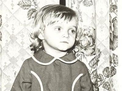 Такой Наташа была в детстве. «Глаза грустные, будто вижу, сколько всего предстоит пережить», - призналась она, поделившись этим фото.