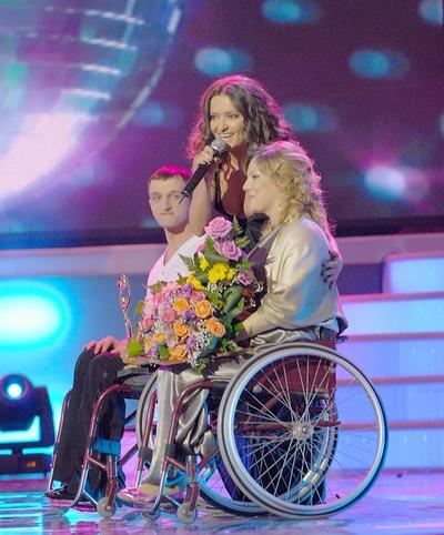 *Награду «Гордiсть країни» паре Сивак вручала певица Наталья Могилевская, с которой Иван затем станцевал