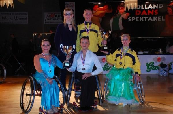 Двое колясочников познакомились и поженились благодаря танцам на колясках