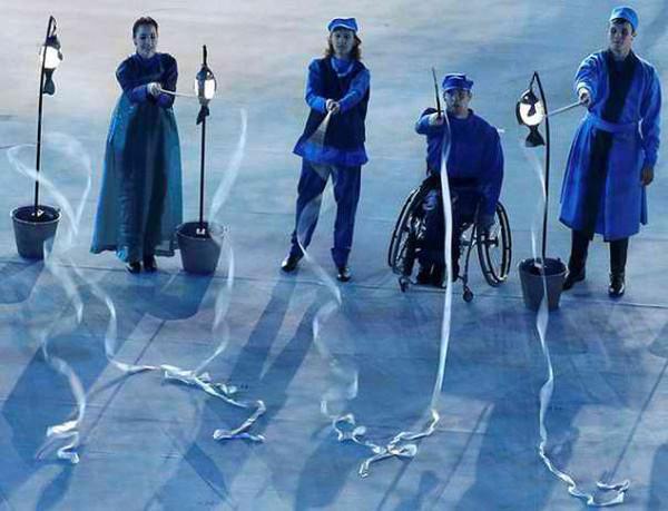Владимир Смоляр (второй справа) во время танца на открытии Паралимпиады. Фото: Елена КУЦЕПАЛОВА, архив героя публикации