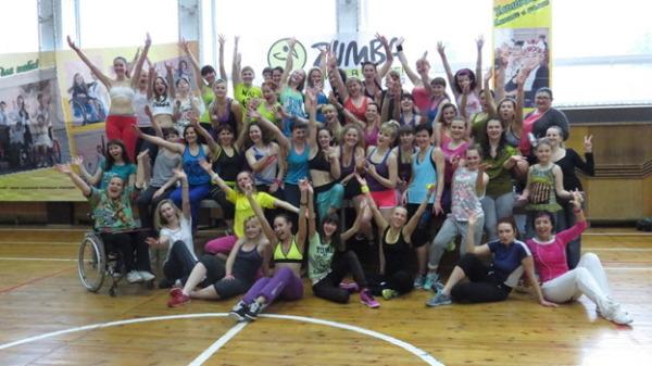 Участники благотворительного марфона «В стиле ЗУМБА»