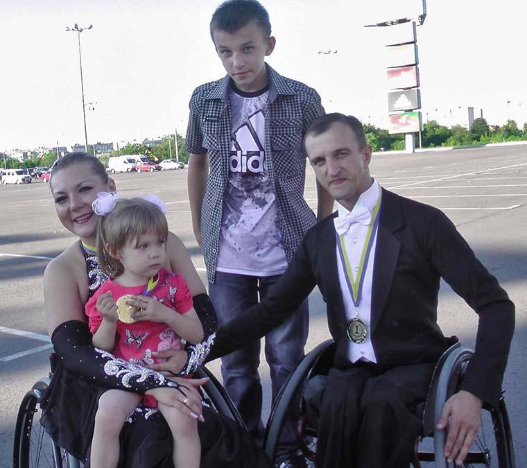 Супруги Сіваків с сыном Ивана от первого брака и дочкой