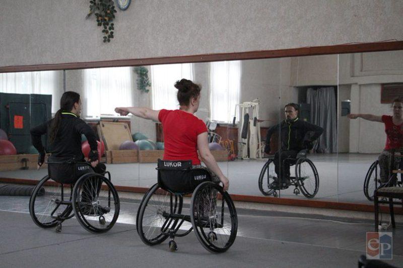 Категория «дуо» - в паре участвуют два танцора на колясках.