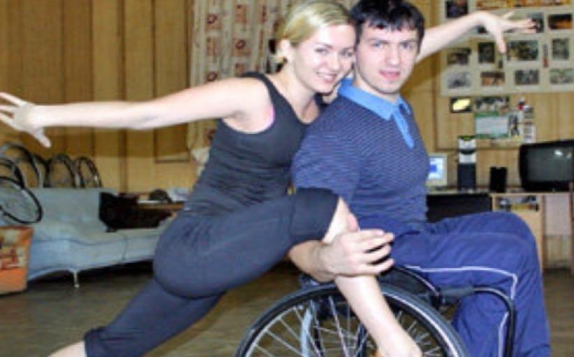 Кавалер завидный в коляске инвалидной