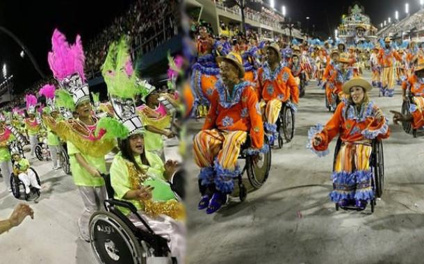 Самба в коляске на карнавале в Рио-де-Жанейро