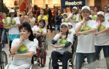 Участниками танцевального флэшмоба в Костанае стали инвалиды-колясочники и дети