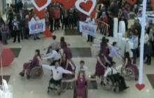 Вальс на инвалидных колясках в поддержку детей, больных раком
