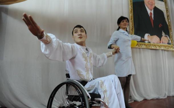 """Чемпион по танцам в инвалидной коляске: """"После моего падения мне открылся новый мир"""""""
