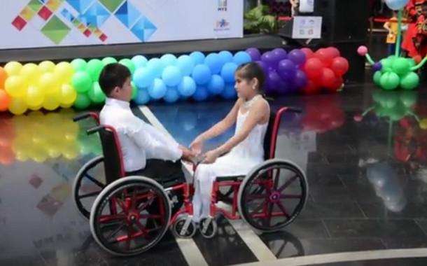 Танец на инвалидных колясках победителей конкурса «BI Жулдызай» растрогал ведущих канала «МУЗ-ТВ