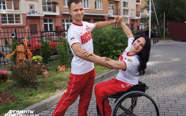 Равные в танцах. Как инвалид-колясочник из Калининграда покоряет паркет