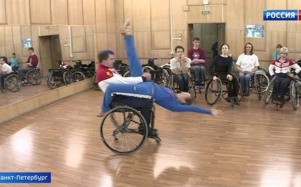 Танцы на колясках: сборная дисквалифицирована, но тренировки никто не отменял