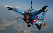 Посмотрите, как чемпионка Европы по спортивным танцам на колясках прыгает с парашютом