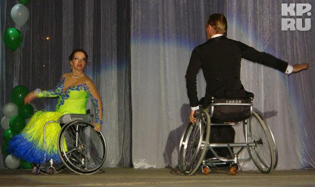 Снежанна Шепелева в творческом конкурсе танцует танго со своим партнером Николаем