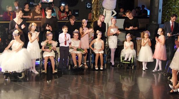 Впервые в Беларуси: детский показ модной одежды на колясках