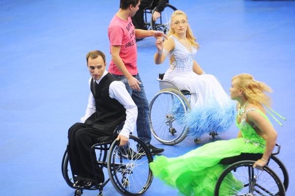Танцорам на колясках не хватает партнеров и пандусов