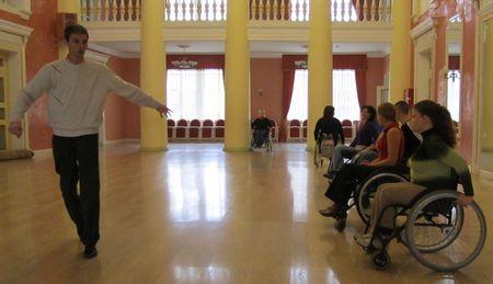 Танцы на колясках дарят инвалидам крылья