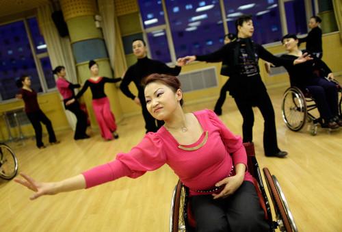 Как танцуют на колясках в Китае