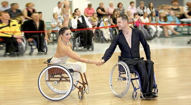 Танцы на инвалидных колясках — метод реабилитации для людей, перенесших тяжелую травму позвоночника