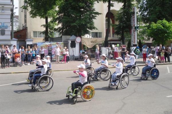 в Международный день детей на Пешеходной улице Карла Маркса в г. Минске