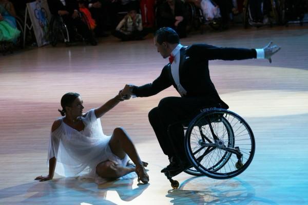 В танцах на колясках смогут выступать пары из партнеров разных национальностей