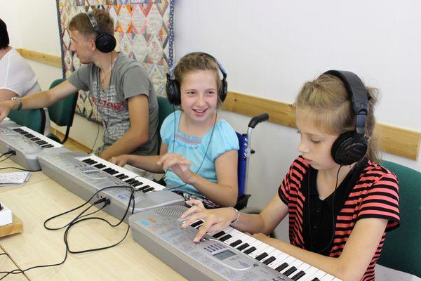 У сестер уже была возможность попробовать себя в музыке