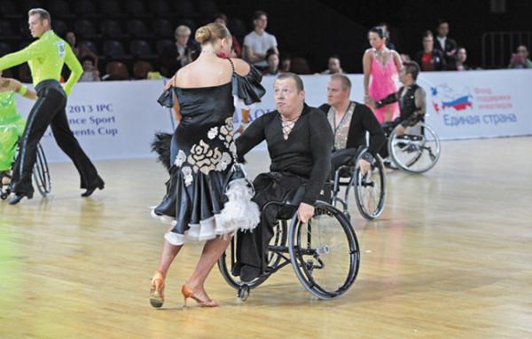 Александр Башлыков из липецкого интегрированного ансамбля танцев на колясках «Параллели»