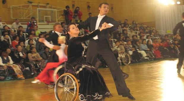 В Омске колясочники танцуют румбу и ча-ча-ча
