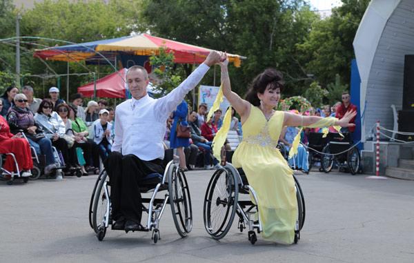 Аруна Жаксагулова и Александр Чащин показали номер «Встреча в Париже»