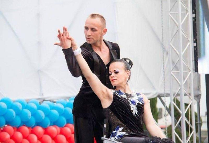 dvuhkratnye_chempiony_evropy_po_sportivnym_tancam_na_kolyask