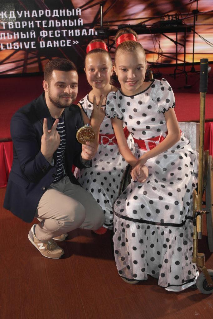 Дуэт «Magic girls» на награждении, 4 место